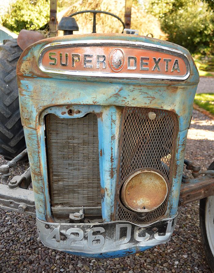 Super Dexta Lower Dash /& Tank Bracket Fordson Dexta